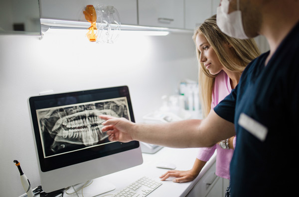 Dentist reviewing a digital x-ray at Lincoln Dental Arts in Hattiesburg, MS